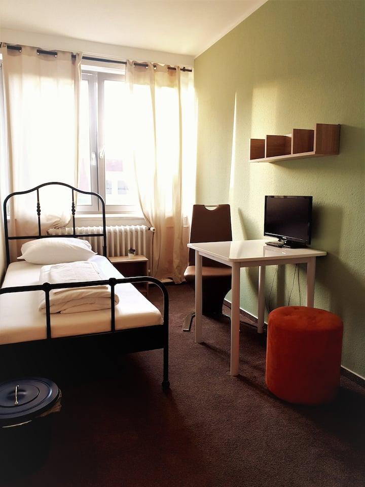Einzelzimmer  - Unterkunft in Zentraler Lage