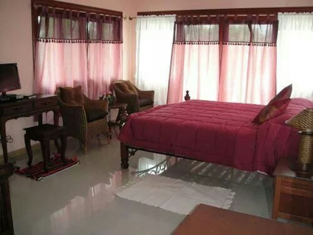 Room size 5x8m with king size bed.