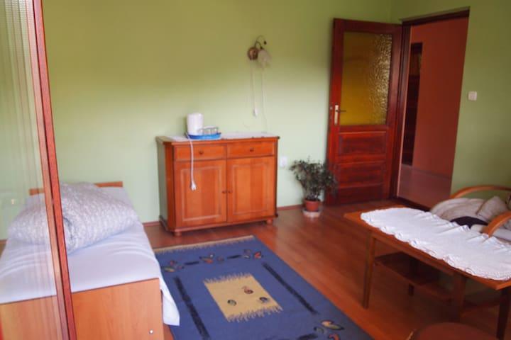 Cichy pokój 2+1 osobowy z balkonem - Ochotnica Dolna - Hus