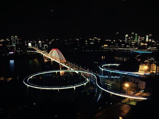 270度大阳台江景房(1),白天可以看江景,晚上可以看夜景 - Chongqing - Apartamento