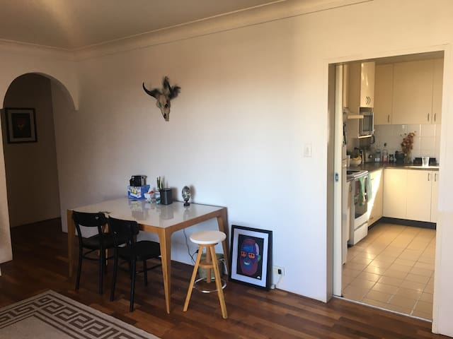 Private room for rent 5 minute walk to Bondi Beach