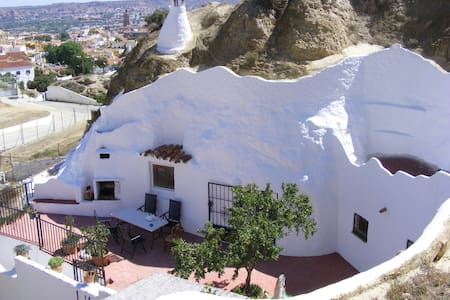Cave with 2 bedrooms near Granada, in Guadix