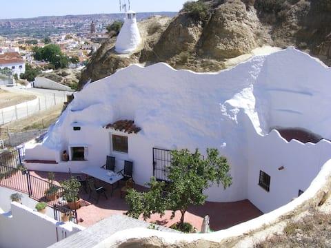 Cave with 2 bedrooms near Granada, in Guadix