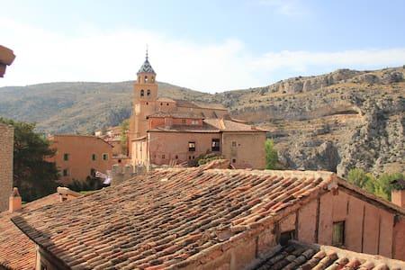 Recko House Albarracìn - Albarracín - Bed & Breakfast