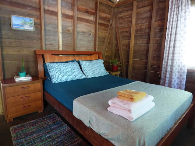 Private bedroom in ocean front home - Bocas del Toro Province - อพาร์ทเมนท์