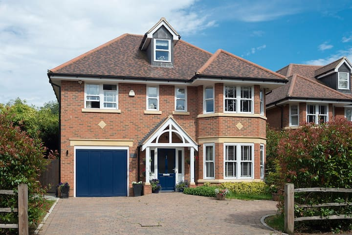 Modern Family Home Close to Woking Station