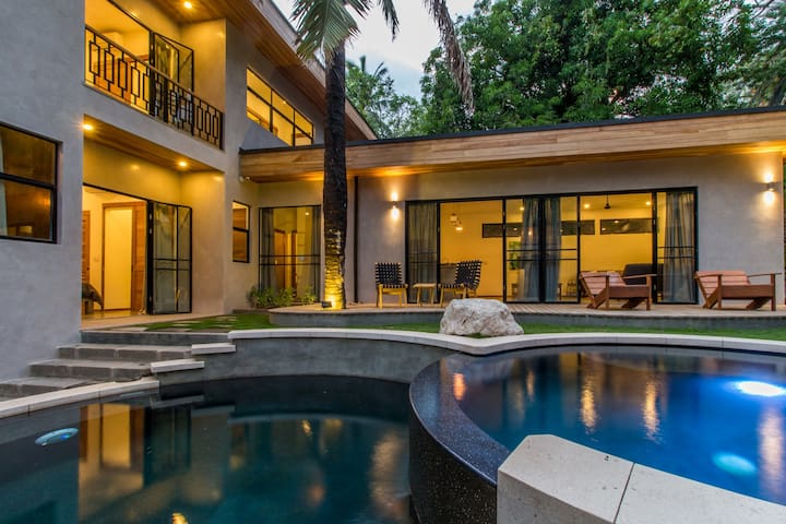 5BR Brand New Luxury Home + Casita, Steps to the Surf, Sleeps 12!