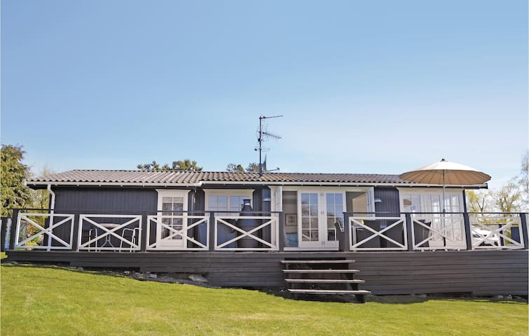 Holiday cottage with 3 bedrooms on 77 m² in Dronningmølle