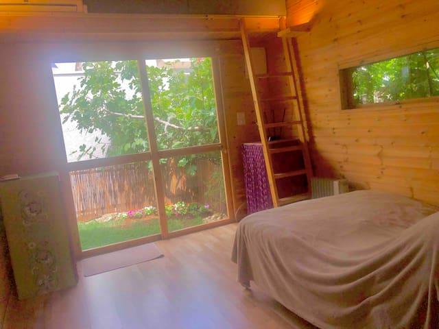 מיטה /ספה לנוח בטבע