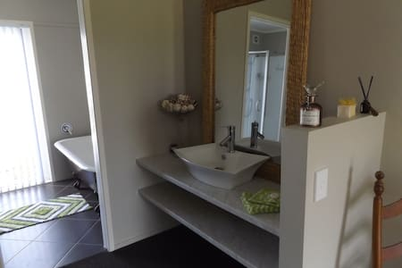 one boutique bedroom plus onsuite - Whitianga - Dom
