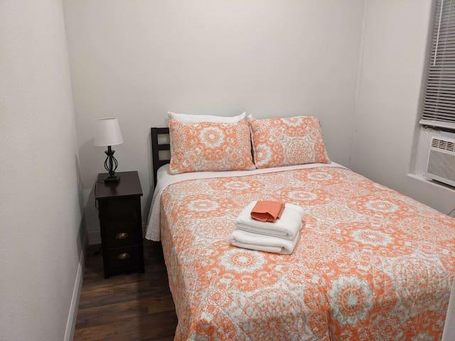 Bedroom 4 ....Queen Bed