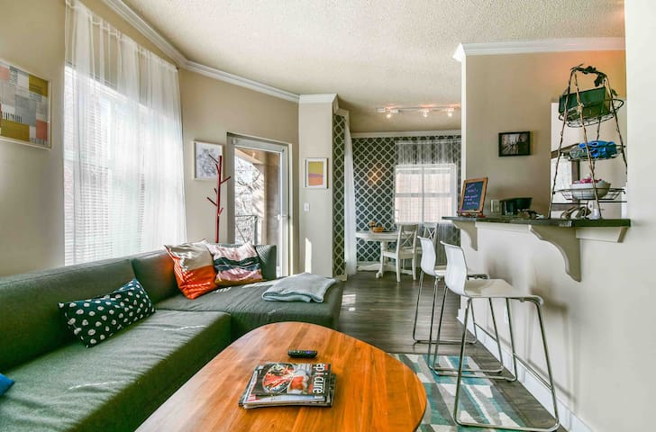 Pike Place Market Cozy Renovated 1BD with Balcony