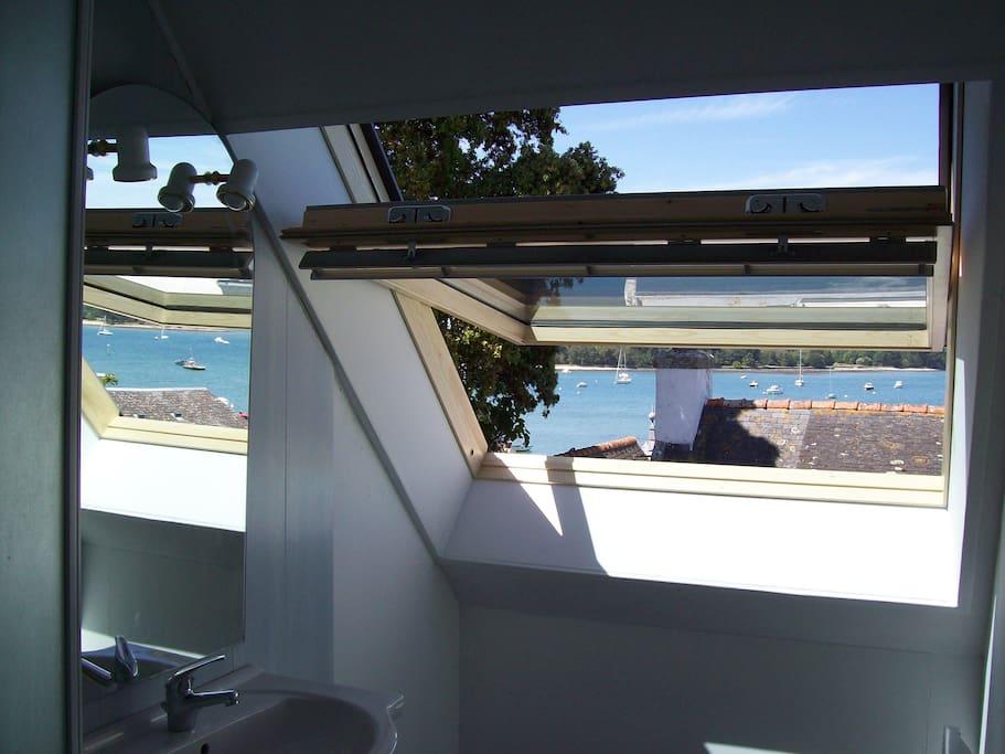 Belle vue également de la salle de bain...