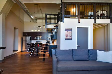 Modern 2 Br. Loft w/ Mezzanine - Kansas City - Loft