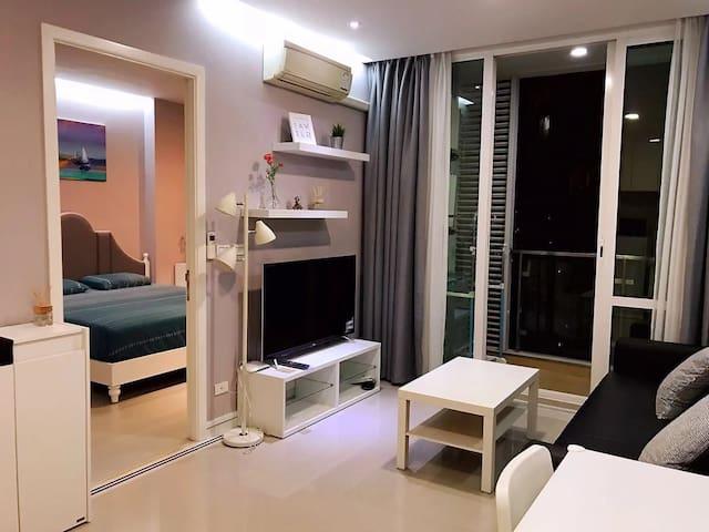 B31近火车夜市CentralPlazaRCA地铁中文房东城市景观精装高层公寓一室一厅免费泳池健身房