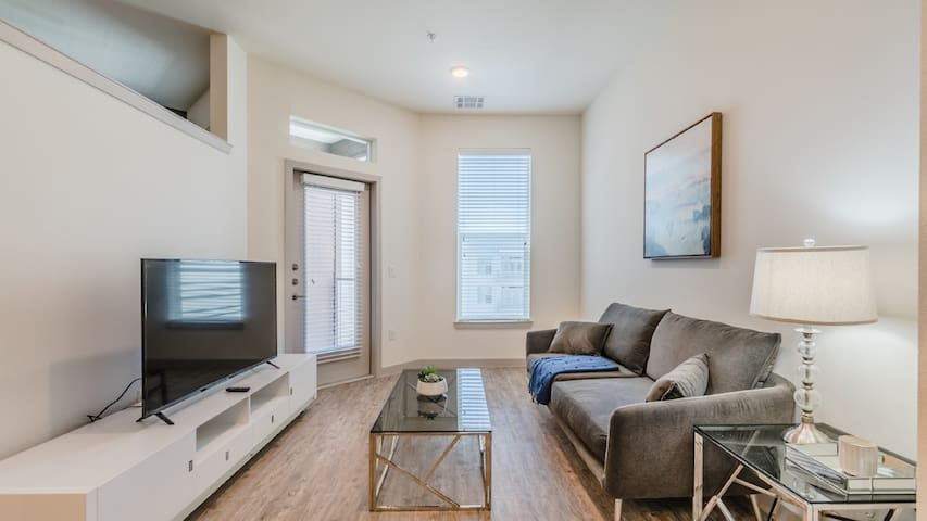 7th Avenue Condos 1bd / 1ba 5