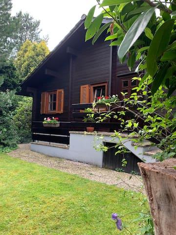 Gemütliches Blockhaus mit Kamin und eigenem Garten