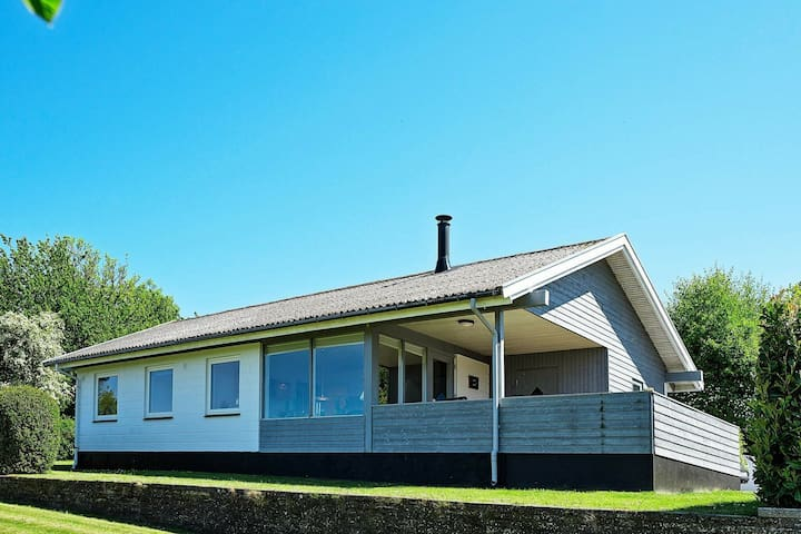 Traditionelles Ferienhaus in Allinge mit Terrasse