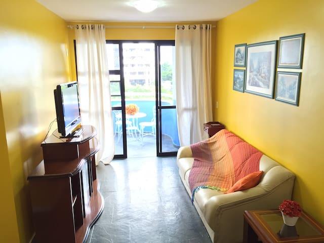 Ótimo apartamento na Barra próximo a praia.