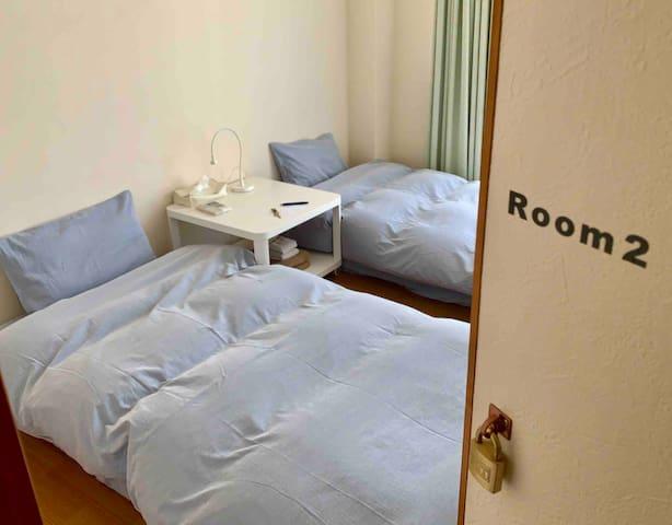 個室は全部で3部屋です。その中のRoom2になります。