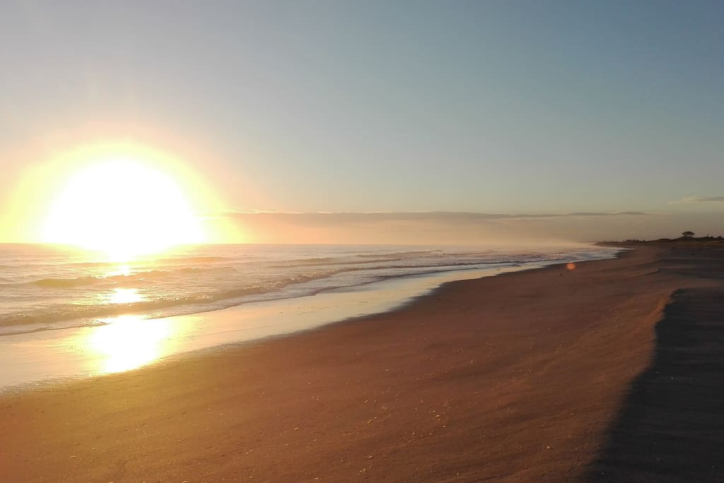 Sunrise Over Papamoa Beach (4-min drive, 15/20-min walk)
