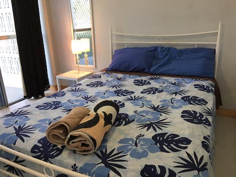 Room 4 - Henrietta St, double bed