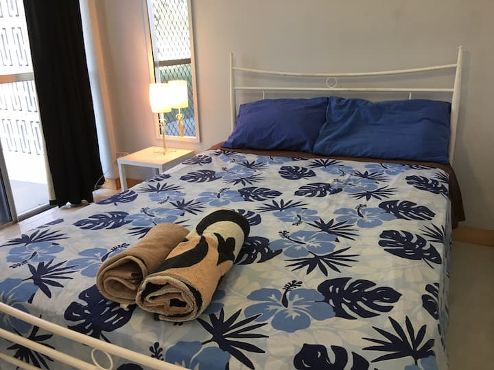 Room 4 - Henrietta St, double bed
