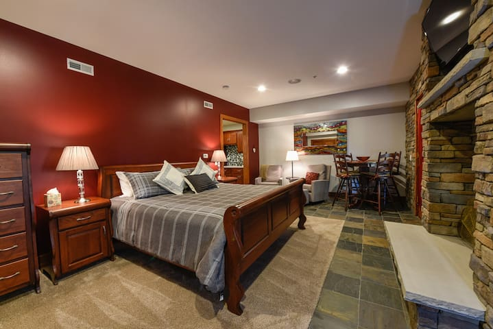 Lower Master with Walk Out Patio, Hot Tub and Kitchenette
