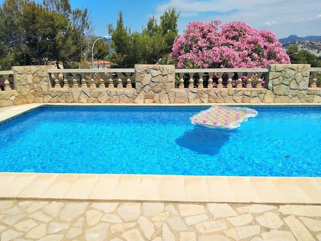 Fantastic Pool Wonderful Villa last minute price