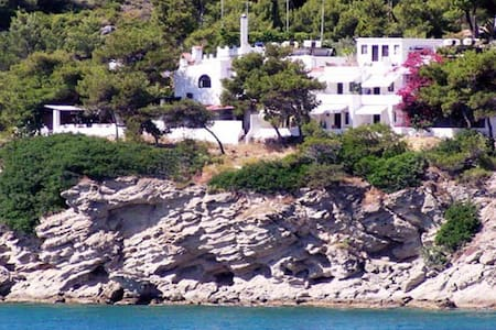 1 hr to Athens, 1 min to the beach! - Bed & Breakfast