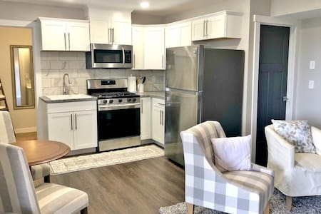 Private Paradise in the Suburbs 1Bed/1Bath/Parking