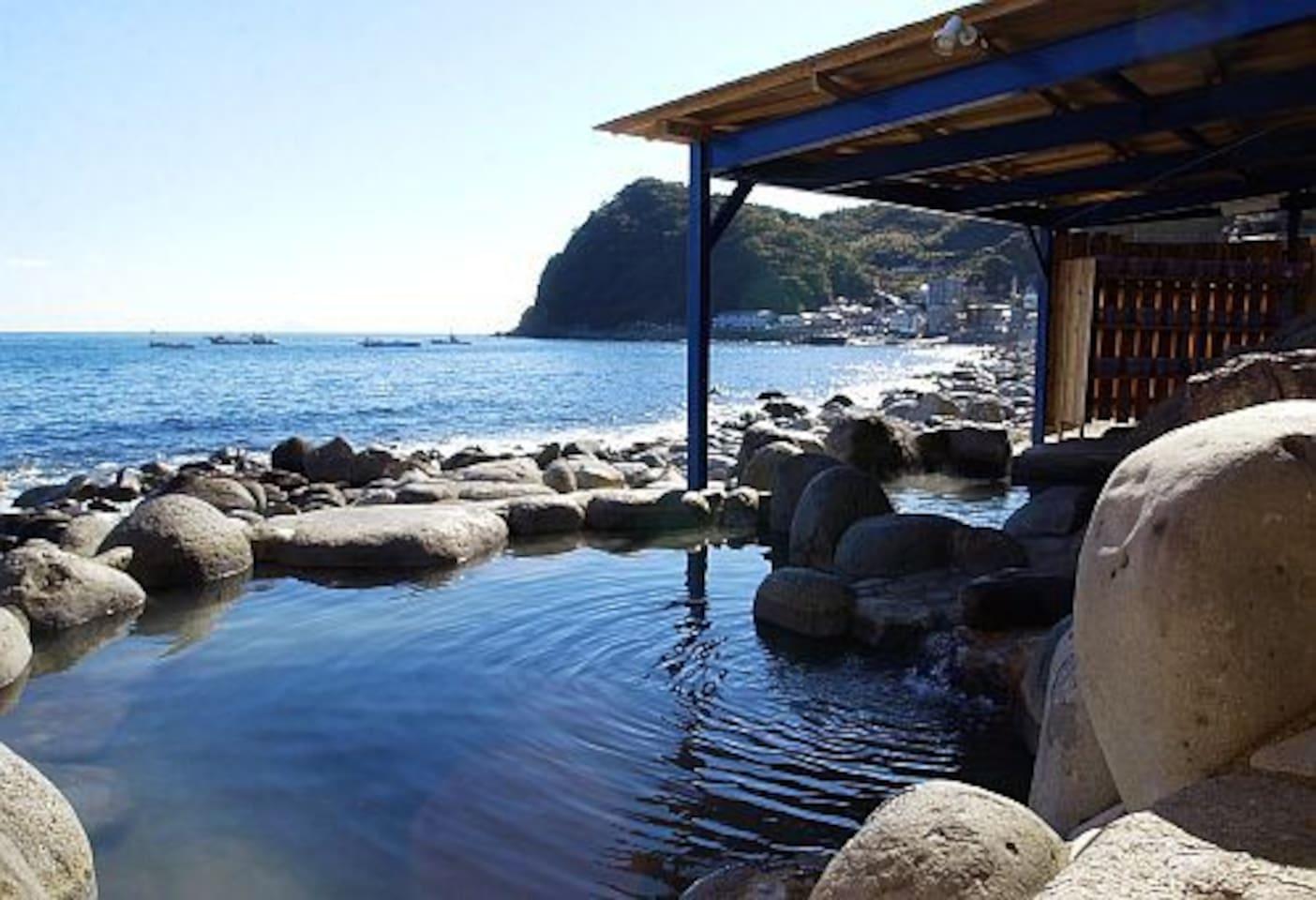 海岸横の露天風呂 黒根岩風呂