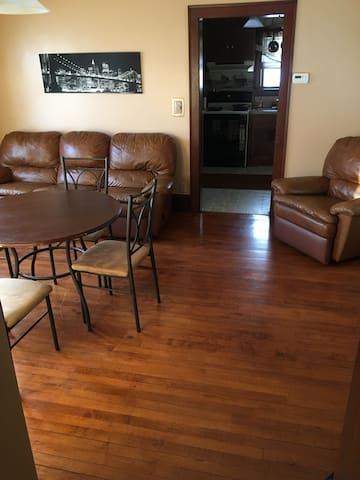 SUPERBOWL HOME! 1300 SQFT. 1O MINS FROM STADIUM/DT