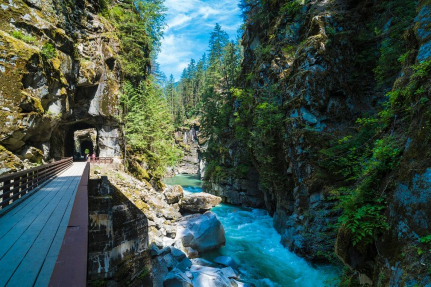 Booking with Sparkling Waters B&B is more then staying in a room, its a destination! Just a 10 minute walk to the biggest tourist attraction - the world famous Othello Tunnels!