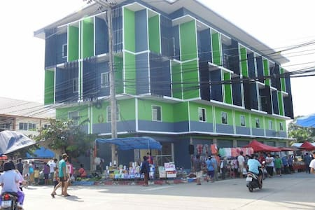 PHRAO PLACE & MARKET
