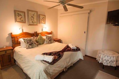 Azalea Bed and Breakfast - Bed & Breakfast