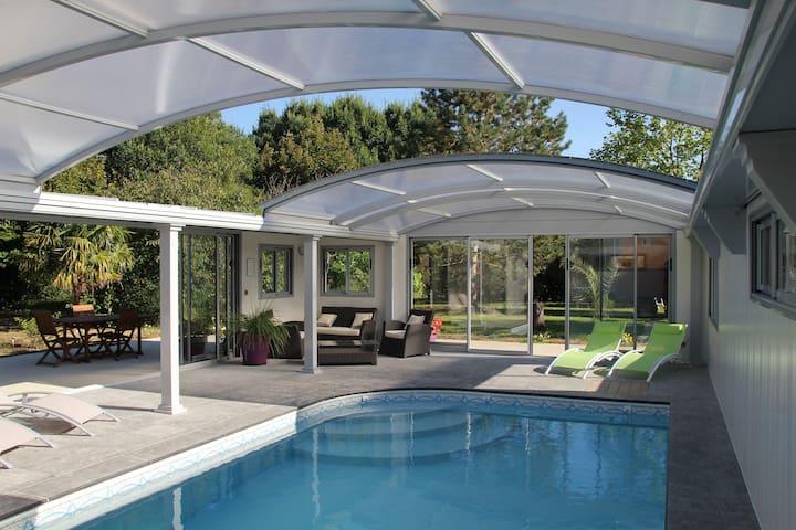 chambre, piscine couverte chauffée Saumur Doué - Meigne  - Bed & Breakfast