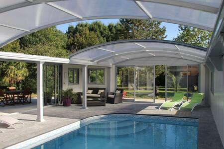 chambre, piscine couverte chauffée Saumur Doué - Meigne