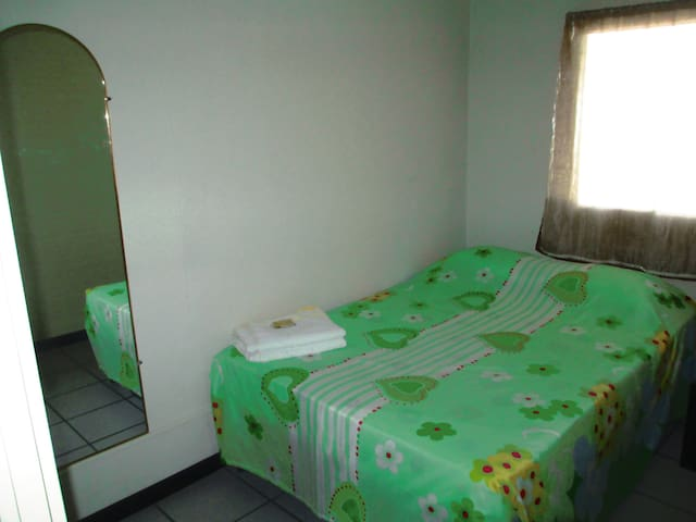 dormitorio izquierdo.
