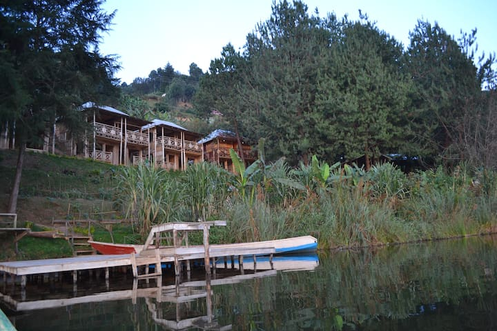 Cabins at Bugombe Island Gateway - Kabale - Bed & Breakfast