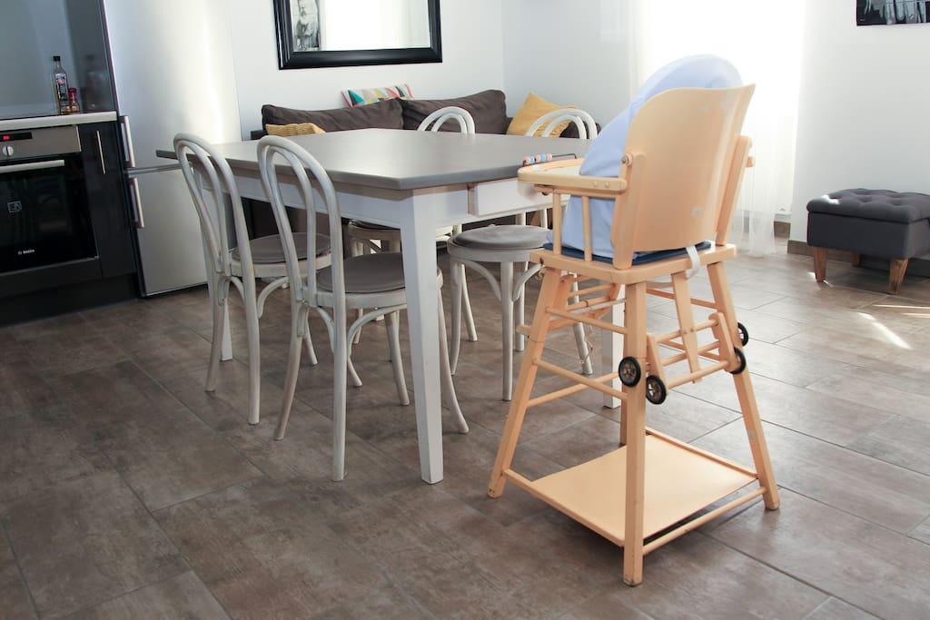 La chaise haute pour les repas de votre bébé