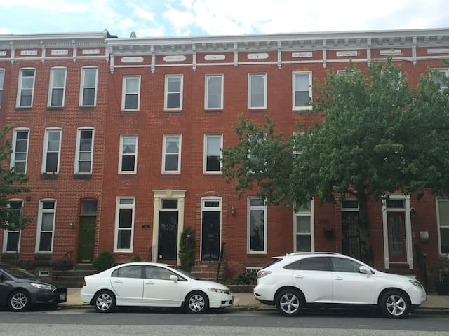 Comfortable 4 BR Butchers Hill Rowhome by Hopkins