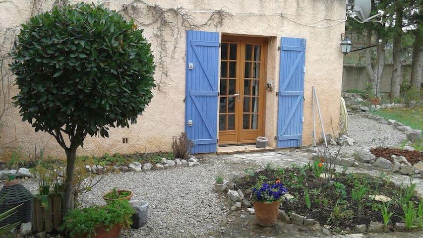 Studio avec  Piano Pleyel accordé - Seillans - Apartment