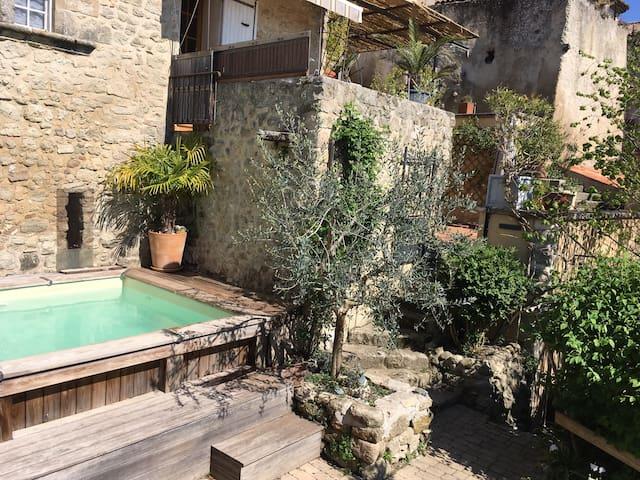 Chambre d'hôtes sud luberon, jardin piscine privée - Grambois - House