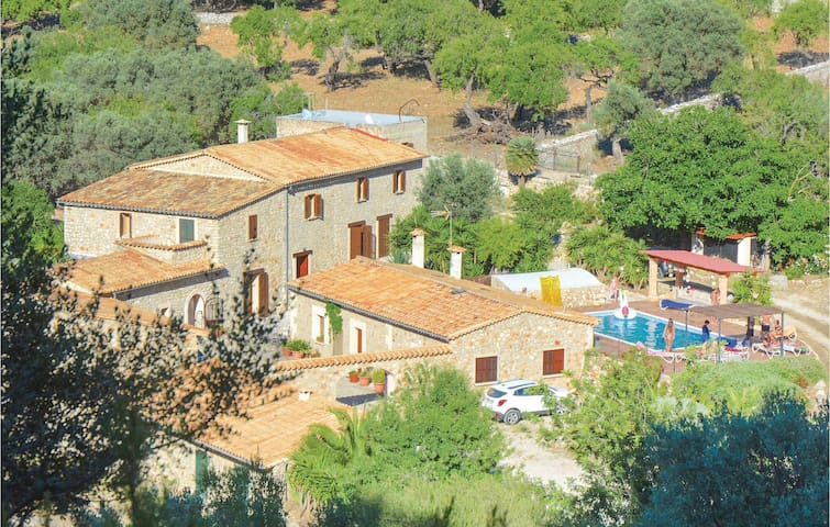 Holiday cottage with 6 bedrooms on 332m² in Estellencs
