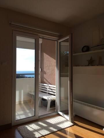 Sunny apartment Pržno