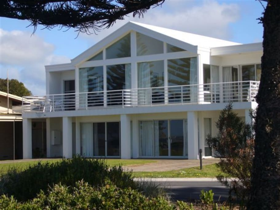 Seafront -Encounter House & Victor Beach House