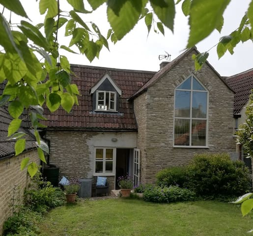Rural tranquility in Sopworth : 2 bedroom cottage