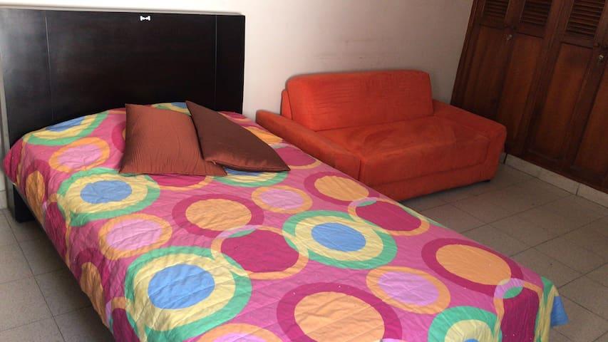 Habitación amplia, bien ventilada y confortable