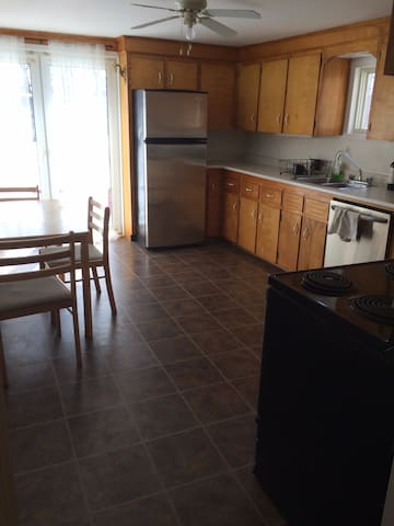 2 Bedrooms in the Heart of Halifax - Halifax - House